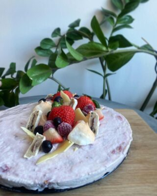 Brownie med protein jordbær cheesecake mousse
