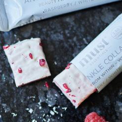 MUST Essentials Beauty Collagen Bar m. Verisol® - Hvid chokolade/hindbær (abonnement 24 stk.)